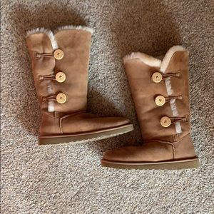 Triplet Bailey Button Uggs